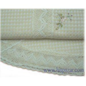 Луксозна покривка за маса с релефни цветя и дантела