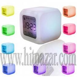 Разноцветен светещ LED часовник - куб