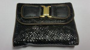 Лачено релефно портмоне декорирано с цип